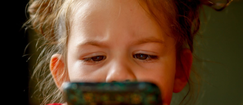 Téléphone portable : Céder à la pression des enfants ?